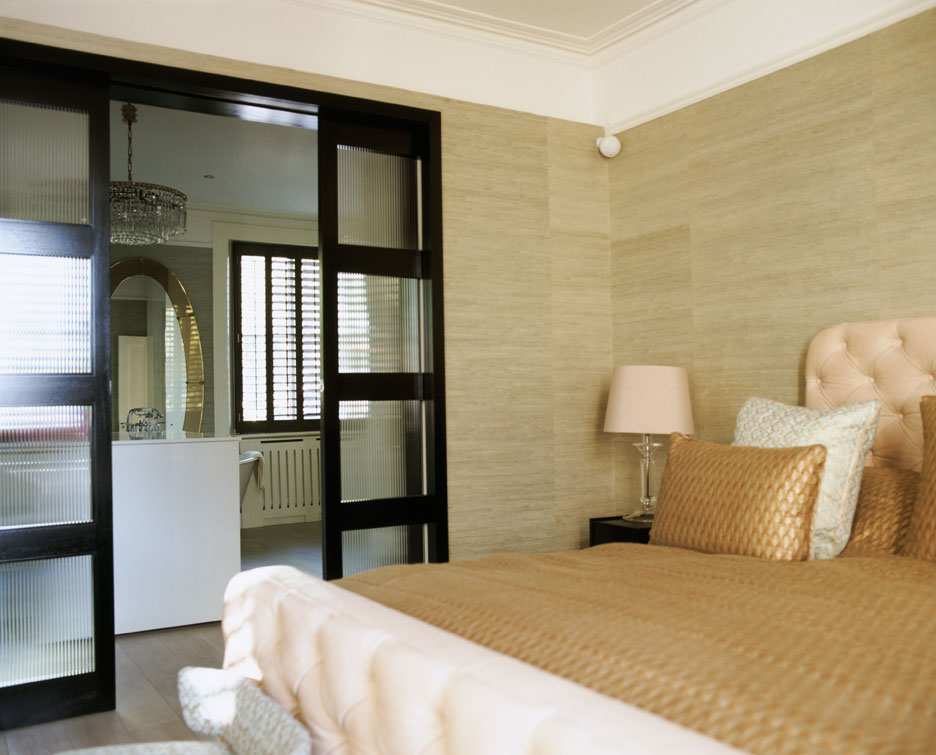 3_bed-gold-mirror