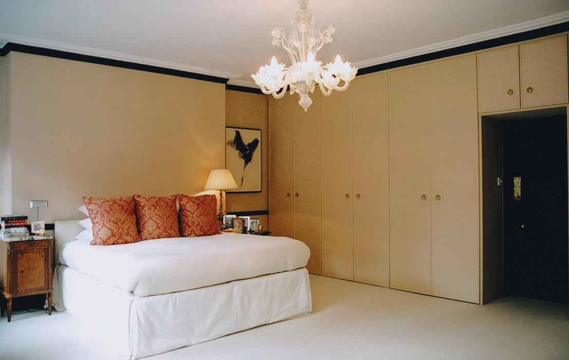 6_bed-pillows-room
